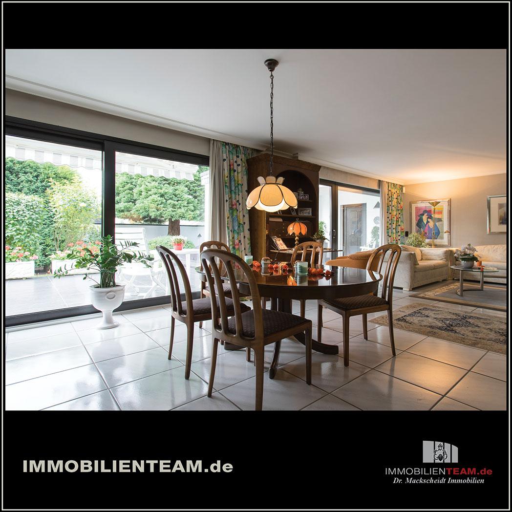 freistehendes einfamilienhaus mit garagen in dinslaken hiesfeld. Black Bedroom Furniture Sets. Home Design Ideas